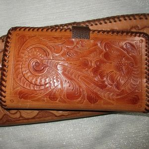 VTG HANDTOOLED LEATHER WALLET CHECKBOOK COINPURSE